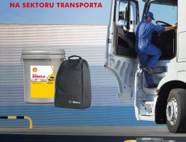 Driveline specijalna akcija na sektoru transporta, čovek koji ulazi u kamion, bačva Shell Rimula ulja R4X 15W – 40m Shell Ranac
